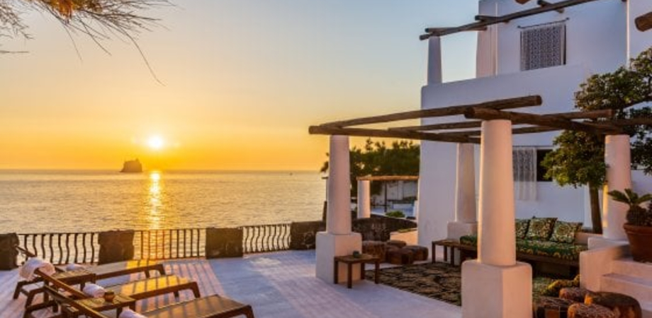 Dolce e Gabbana vendono per 6 milioni la loro villa a Stromboli: è stata acquistata da un imprenditore italiano