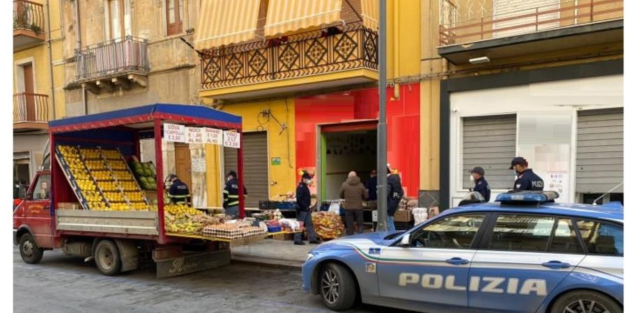 Lotta all'abusivismo commerciale, sanzionati tra Gela e Niscemi 12 venditori ambulanti