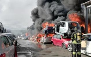 https://www.seguonews.it/a-fuoco-deposito-di-autodemolizioni-allarme-lanciato-da-alcuni-automobilisti-che-percorrevano-la-catania-gela
