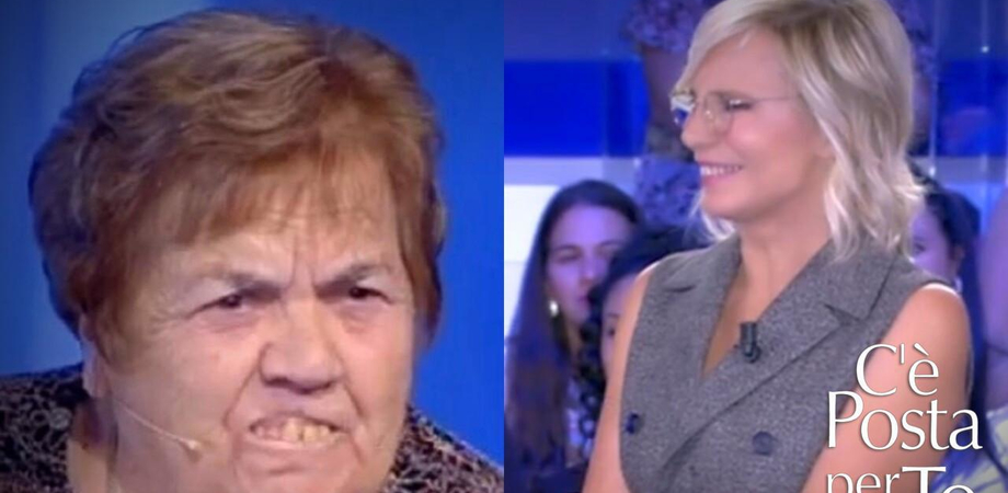 """Lo show di nonna Sarina a """"C'è posta per te"""" fa impazzire il web: """"Saluti a tutta Francavilla"""""""