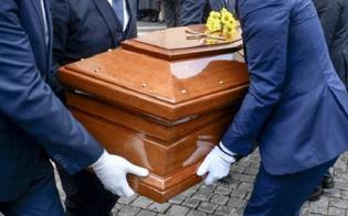 https://www.seguonews.it/a-gela-funerale-in-videoconferenza-oltre-200-le-persone-che-virtualmente-hanno-preso-parte-alle-esequie