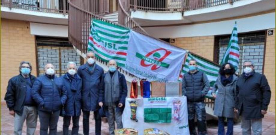 Natale solidale a Caltanissetta, sindacati e associazioni distribuiscono derrate del banco alimentare