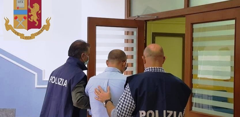 Favoreggiamento immigrazione clandestina e contrabbando di tabacchi: coppia arrestata dalla polizia a Niscemi