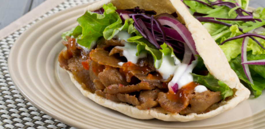 Frammenti plastici nel pollo: Aia richiama alcune confezioni di kebab. Il prodotto scade il 22 gennaio