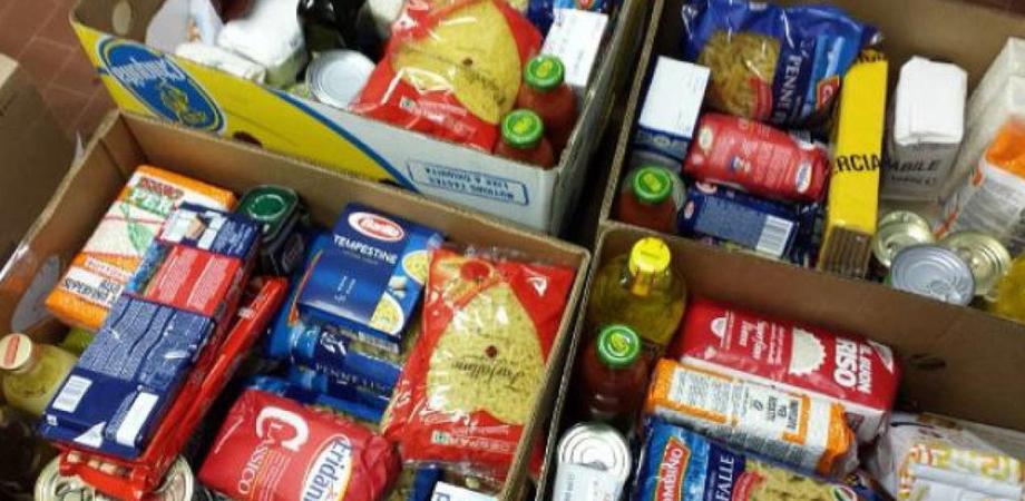 Caltanissetta, doni e pacchi alimentari: verranno consegnati da una carovana di auto storiche