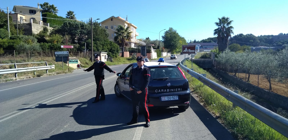 Entra in un'abitazione per il giorno di Capodanno ma i vicini sentono i rumori: donna arrestata per furto a Piazza Armerina