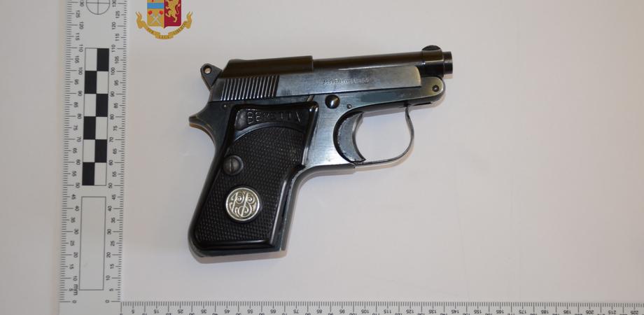Caltanissetta, in giro con una pistola rubata: 29enne marocchino arrestato dalla polizia