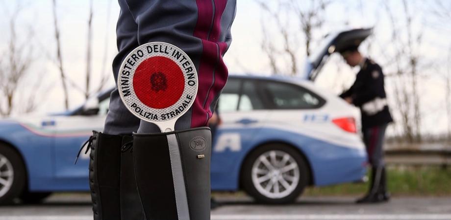 Per evitare sanzioni fugge all'alt della polizia, arrestato dalla stradale di Gela dopo un inseguimento
