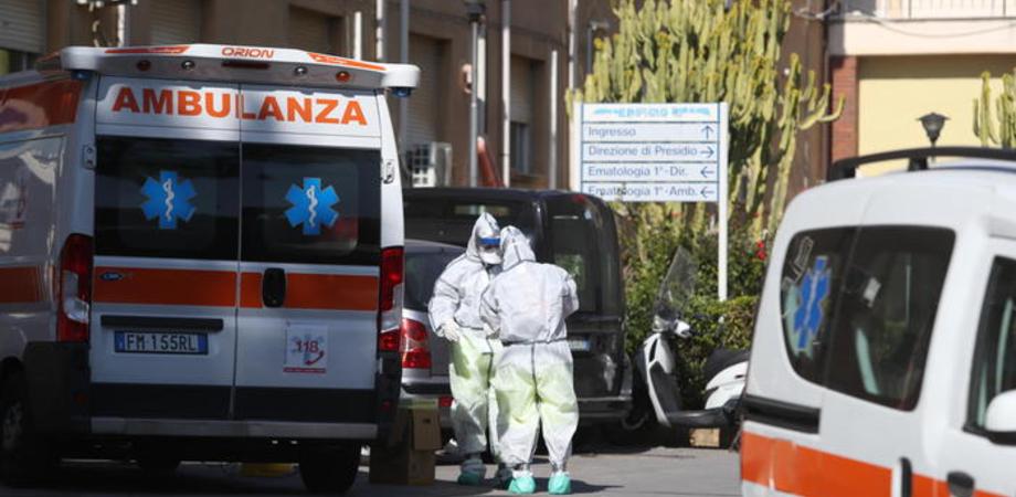 Familiari di un paziente fanno irruzione nel reparto Covid: tre denunciati a Palermo