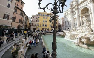 https://www.seguonews.it/folla-in-centro-a-roma-e-assembramenti-chiusa-fontana-di-trevi-sono-in-corso-controlli-anti-covid