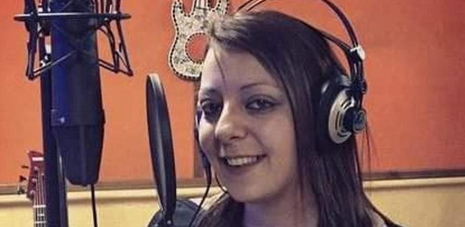 Femminicidio a Palermo, cantante uccisa con un coltello da cucina: il marito ascoltato dai carabinieri