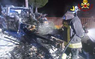 https://www.seguonews.it/caltanissetta-camper-e-auto-a-fuoco-in-via-pitre-bombola-esplode-e-provoca-lo-scoppio-di-alcune-finestre