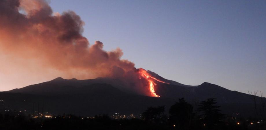 Etna: vulcano 'inquieto', nuovo parossismo notturno e cenere