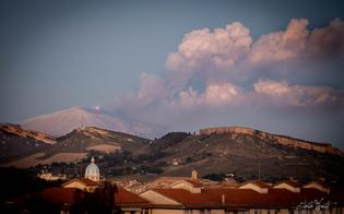 https://www.seguonews.it/fontane-di-lava-e-imponenti-emissioni-di-cenere-lo-spettacolo-delletna-oggi-visibile-anche-da-caltanissetta