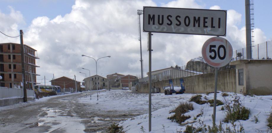 Maltempo, fiocchi di neve e gelo sulle strade a Mussomeli: decine di auto bloccate