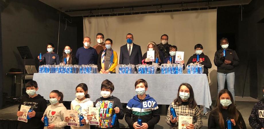 """Il Rotary Club di Caltanissetta dona una colonnina per l'erogazione di acqua potabile alla scuola """"Giovanni Verga"""""""