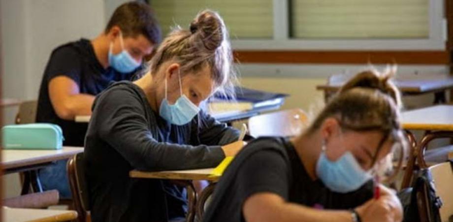 Primo Dpcm di Draghi, contagi in salita: scuole chiuse non solo nelle zone rosse