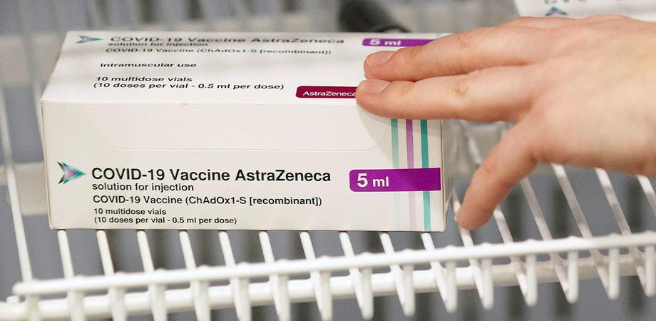 """AstraZeneca: """"Non ci sono prove di un aumento del rischio di un coagulo di sangue col vaccino"""""""