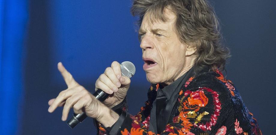 Mick Jagger ad Agrigento, tour alla Valle dei Templi e pranzo in un ristorante in riva al mare