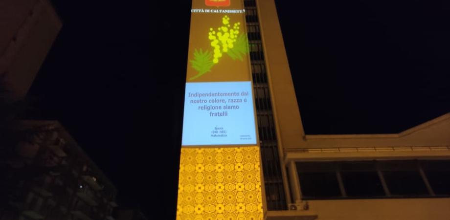 Festa della donna, a Caltanissetta il prospetto dell'archivio di Stato si fa pagina di libro