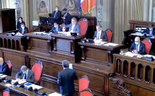 https://www.seguonews.it/un-caso-di-covid-allassemblea-regionale-siciliana-il-presidente-micciche-manda-tutti-a-casa