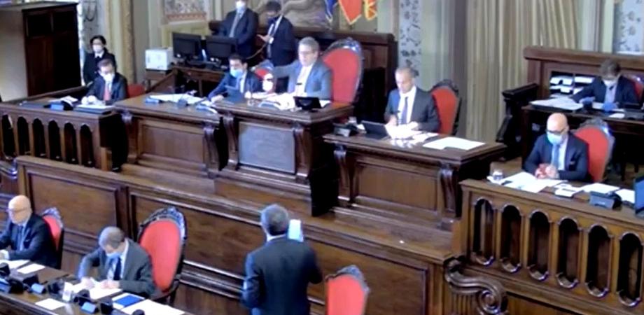 Un caso di Covid all'Assemblea Regionale Siciliana, il presidente Miccichè manda tutti a casa