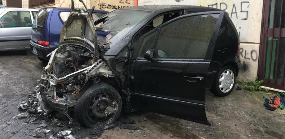 Caltanissetta, a fuoco auto di un commerciante: indaga la polizia
