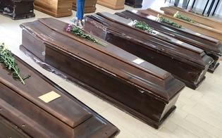https://www.seguonews.it/controlli-al-cimitero-farello-di-gela-sporcizia-e-45-feretri-accantonati-in-attesa-di-sepoltura