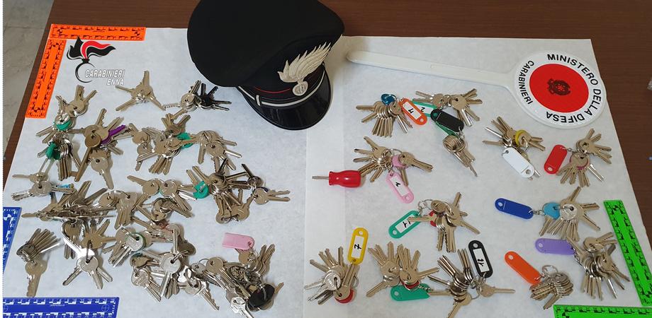 Furti in abitazione, denunciati tre gelesi in trasferta nell'ennese: avevano 300 chiavi alterate
