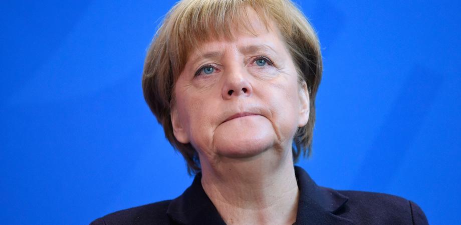 """Covid, Merkel chiude tutto a Pasqua: """"La situazione in Germania è grave"""""""