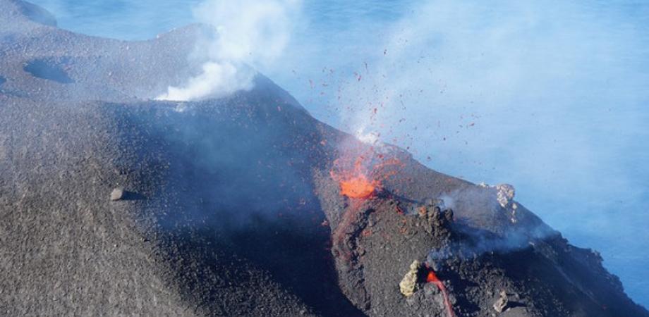 Stromboli sorvegliato speciale: registrate una decina di esplosioni. A Catania riflettori puntati sull'Etna
