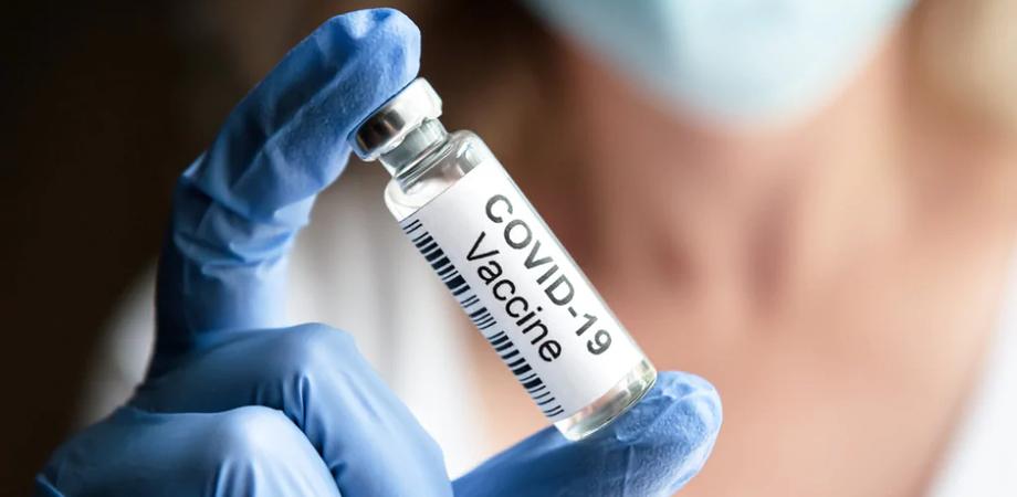 Vaccini spray o cerotto: gli esperti puntano su formati più agili contro le varianti Covid