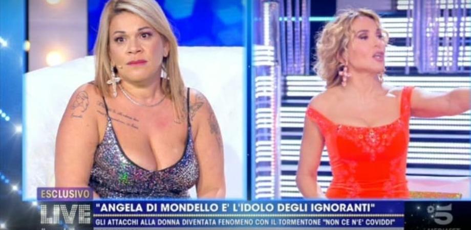 """Niente più ospitate, Angela da Mondello attacca Barbara D'Urso: """"Mi hai rovinato la vita"""""""