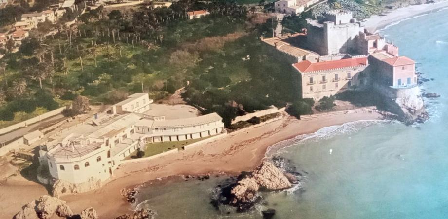 """Un beach club nei pressi del Castello di Falconara a Butera, Pd: """"Fermiamo il nuovo assalto"""""""