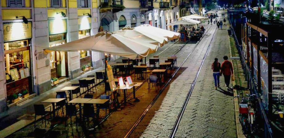 Coprifuoco alle 23 e riaperture per ristoranti al chiuso e palestre: le richieste delle Regioni al governo