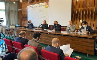 https://www.seguonews.it/covid-musumeci-incontra-i-direttori-generali-della-sanita-siciliana-nellisola-saranno-creati-altri-20-centri