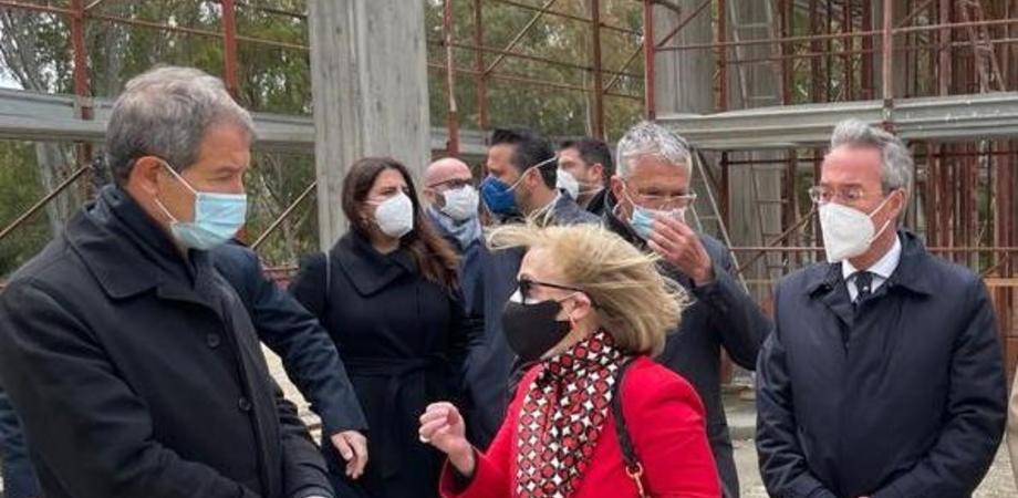 Gela, Musumeci visita il cantiere del Museo della nave: ospiterà il relitto della nave greca
