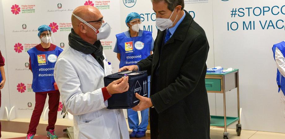 Covid: la Regione crea altri 17 hub di vaccinazione. Uno di questi è il PalaCossiga di Gela