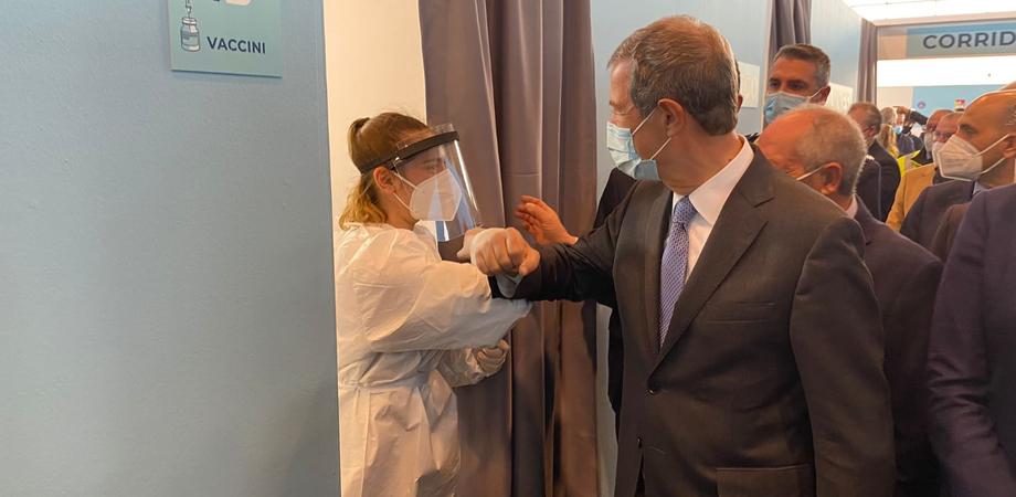 Covid, appello di Musumeci per i vaccini: «Non può vincere la paura!»