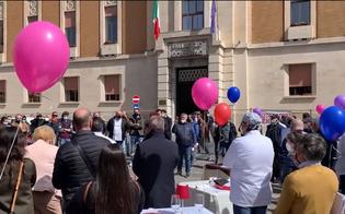 https://www.seguonews.it/ristoratori-in-piazza-con-i-tavoli-apparecchiati-davanti-la-prefettura-a-enna-scoppia-la-protesta-