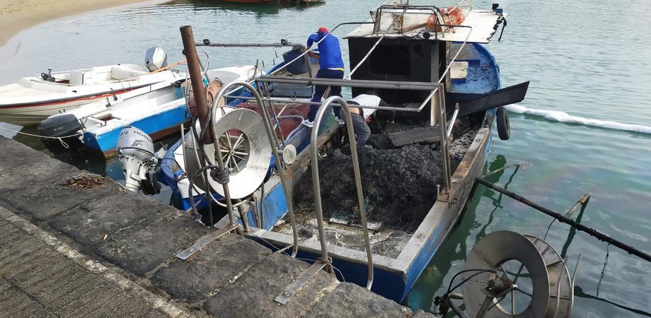 Due barche date alle fiamme al porto rifugio di Gela: incendio sarebbe scaturito da liti familiari