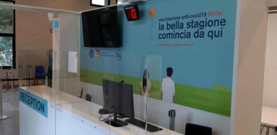 Vaccini, in Sicilia a partire dalle 20 di stasera potranno prenotare anche gli over 50