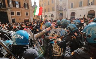 https://www.seguonews.it/scontri-in-piazza-montecitorio-per-le-riaperture-ferito-un-poliziotto-sette-i-fermi