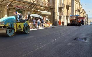 https://www.seguonews.it/gela-asfaltata-via-bresmes-presto-piazza-mattei-verra-liberata-dalle-transenne