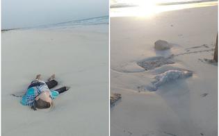 Corpi di bimbi sulla spiaggia libica: l'immagine simbolo dell'orrore dei migranti del Mediterraneo