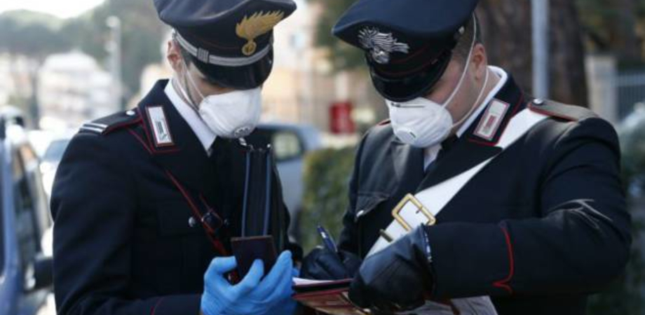 Campofranco, offende e strattona i carabinieri che stavano effettuando controlli anti-covid: arrestato