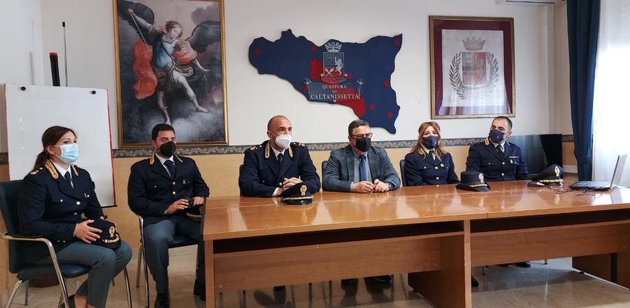 Caltanissetta, il questore Emanuele Ricifari presenta i funzionari: quattro nuovi arrivi e due promozioni