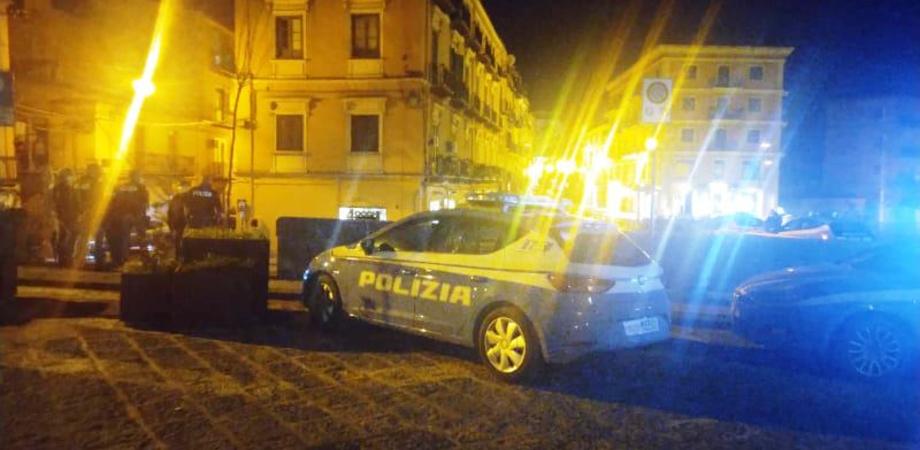 Caltanissetta, gruppo di 13 ragazzi sorpresi dalla polizia dopo il coprifuoco: multe per oltre 5mila euro
