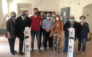 Lions Club Caltanissetta dei Castelli, donate alla Pro Loco due colonnine porta dispenser di gel