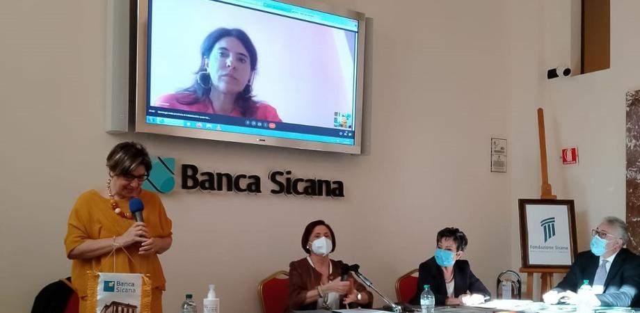 Tumore al seno, presto un ambulatorio a Caltanissetta: le donne verranno curate alla Breast Unit di Gela